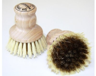 Brush for grimy dirt