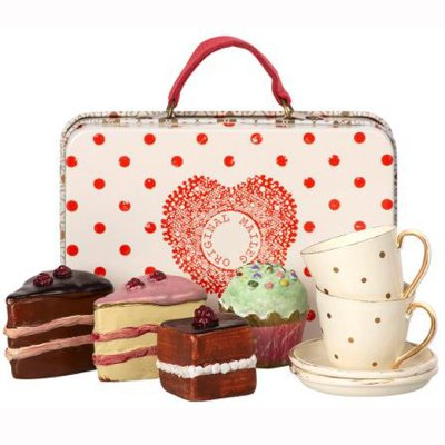 Maileg cakes & tableware in a suitcase