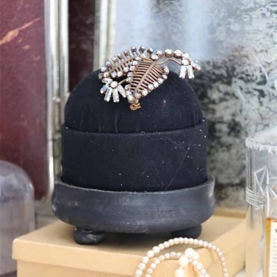 Pincushion black 10 cm