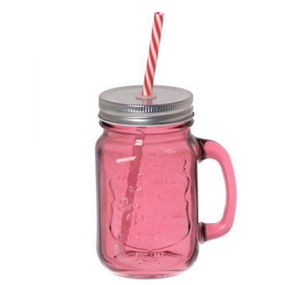 Drinking glass with straw pink